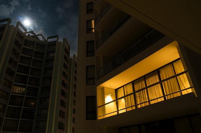 světlo na balkoně