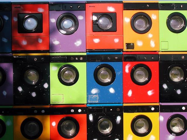 pračky různých barev