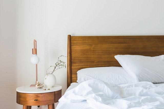 dřevěný nábytek vypadá v každém interiéru skvěle